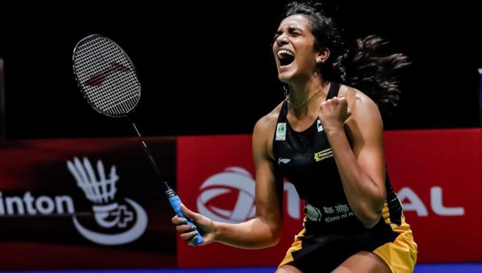 PV Sindhu beats Nozomi Okuhara 21-7, 21-7 in the finals.   Gold it is  And we have a new World Champion. Congrats #PVSindhu <br>http://pic.twitter.com/m1m9PU1Bwu