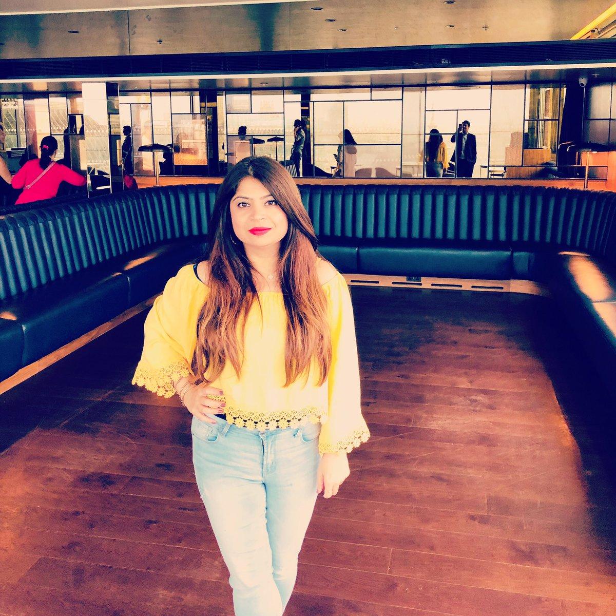 Join @shinnysheena @LycaRadio1458 #sundayfunday #sundayspecial 4-7pm #merawalacountdown #lycatop20 #bollywoodcountdown #alist #hitmusic #sunnyday #britishsummertime #bankholiday #festivetime #beachtime #summercolors which is your fav #color #fashionista #lifestyle