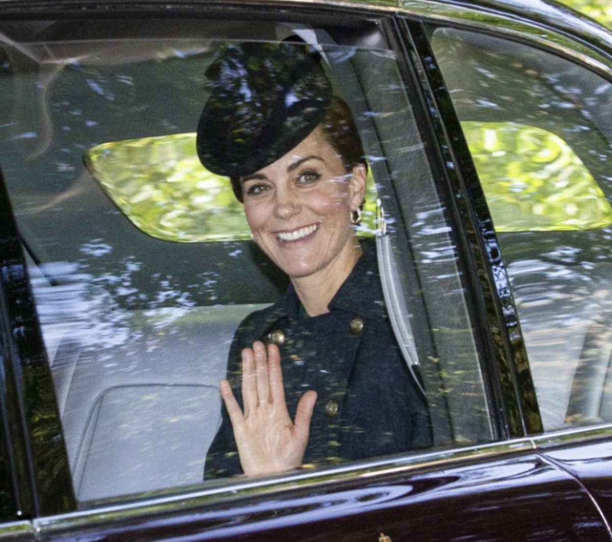 @PA Catherine, Duchess of Cambridge, waves as shes driven to Crathie Kirk Church for the service in Crathie, Aberdeenshire - with the The Queen 📸 @GettyImages mirror.co.uk/news/uk-news/k…