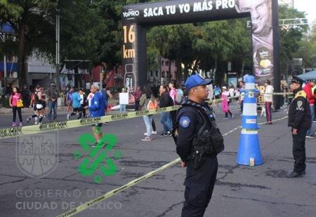 Con motivo del #MaratónCDMX2019, se implementa dispositivo de seguridad y vialidad por parte de la #SSC con más de 4 mil policías que cuidarán a los participantes durante el recorrido @Capital_21 @PamelaCorreaMX  @EnriqueAlcocer