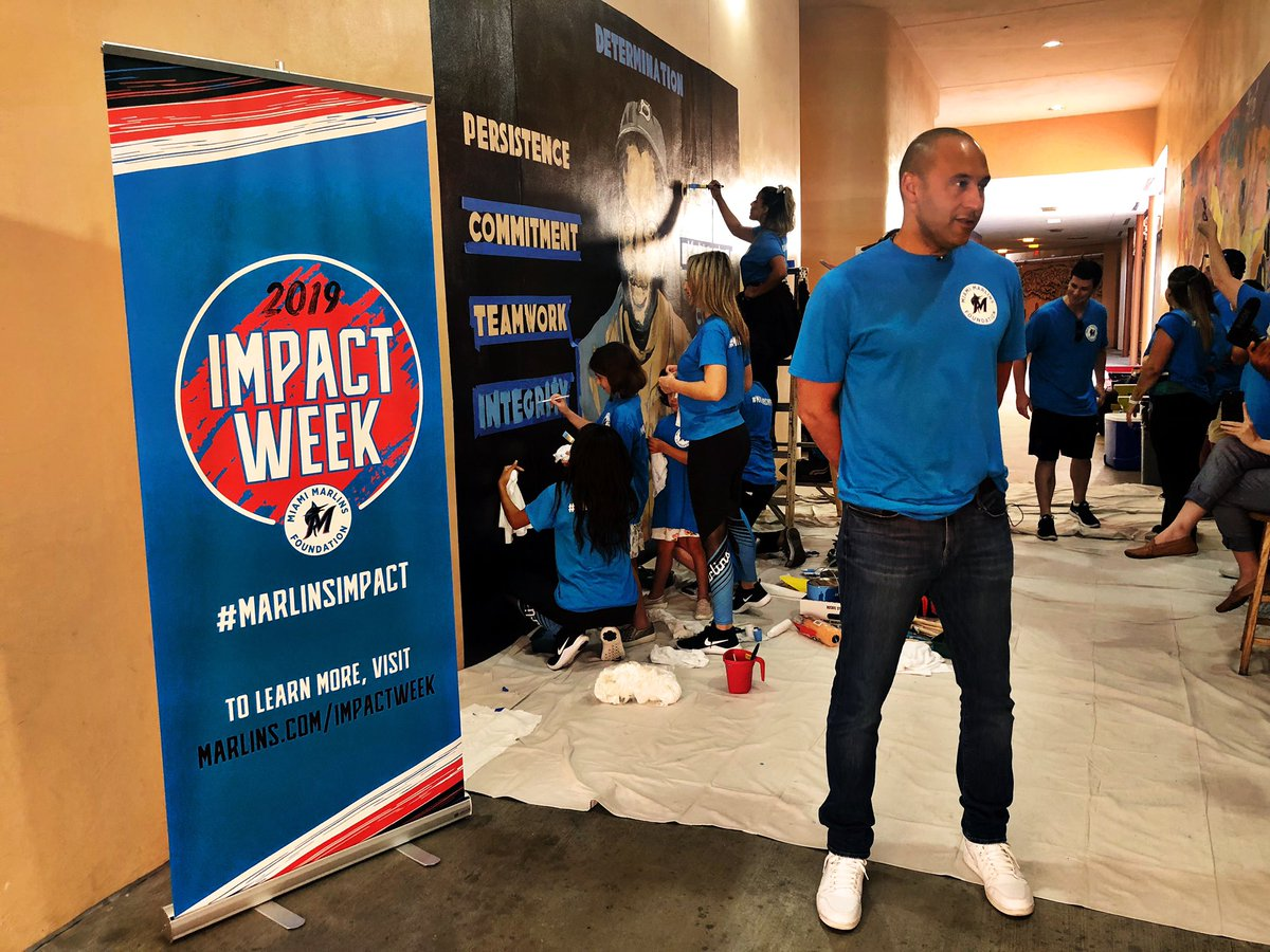 Marlins CEO Derek Jeter gets in on the action for Impact Week by helping to complete a Jackie Robinson mural! https://t.co/DeBlhXRzfP