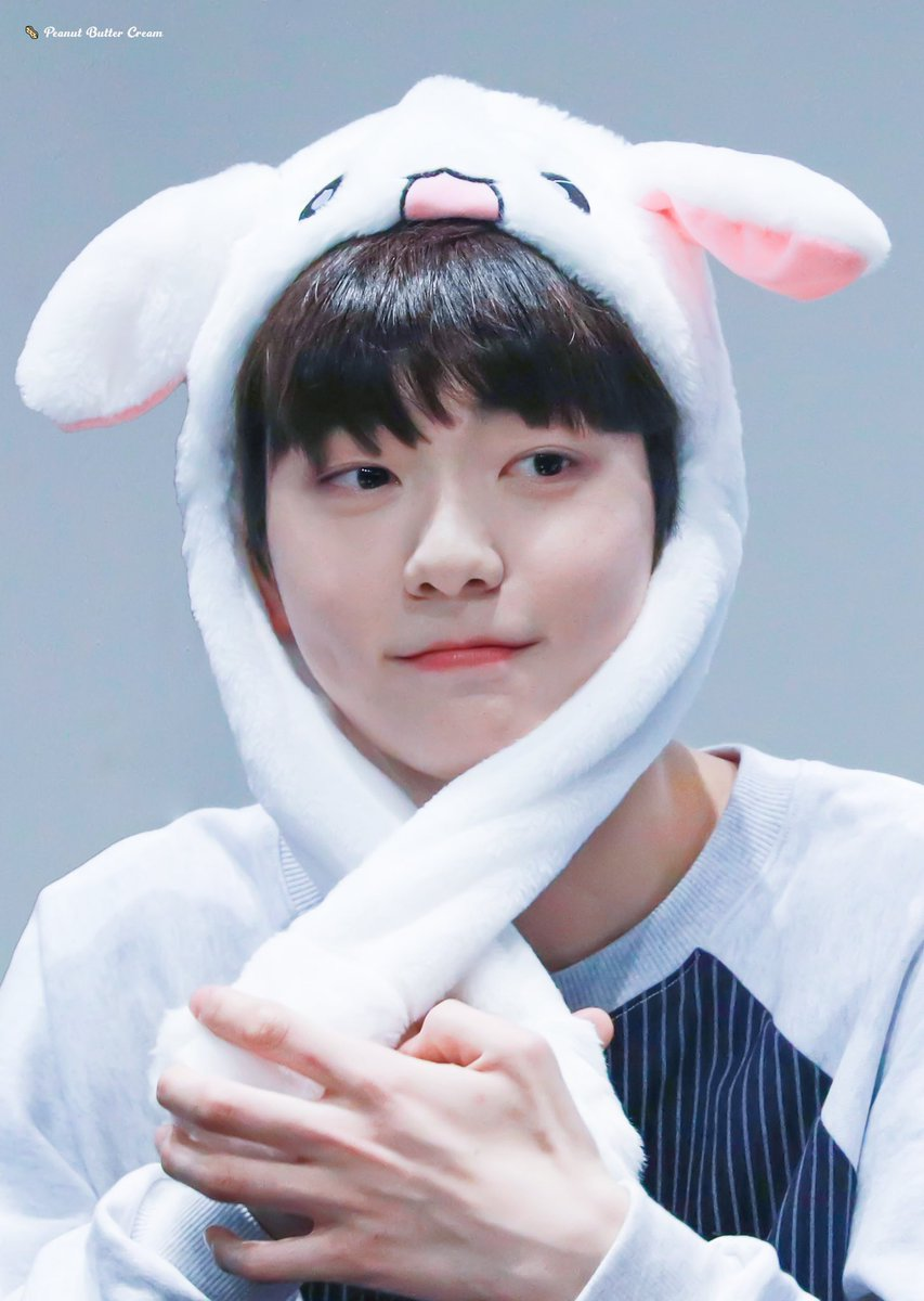 "TXT MOA TWITTER PARTY!  CHALLENGE #1   100 RETWEETS  100 REPLIES  UNLOCK THIS TO KNOW THE NEXT PIC THAT WE'LL POST.  USE ""BUNNY SOOBIN"" IN YOUR TWEETS.  #TOMORROW_X_TOGETHER @TXT_members @TXT_bighit<br>http://pic.twitter.com/zROnwGNtb3"