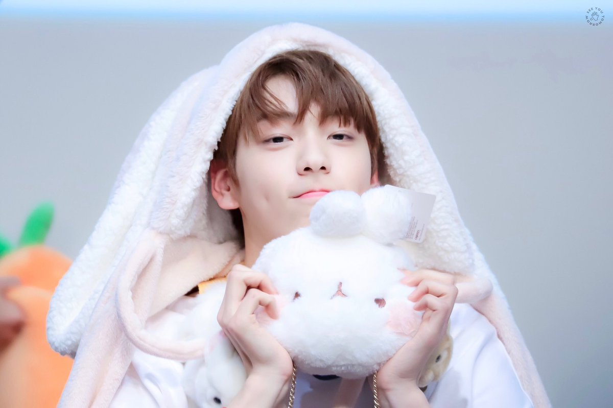 "CAN THIS TWEET RECEIVED   200 RETWEETS  200 REPLIES  USE ""BUNNY SOOBIN""  #TOMORROW_X_TOGETHER @TXT_members @TXT_bighit<br>http://pic.twitter.com/SRnawbdC8P"