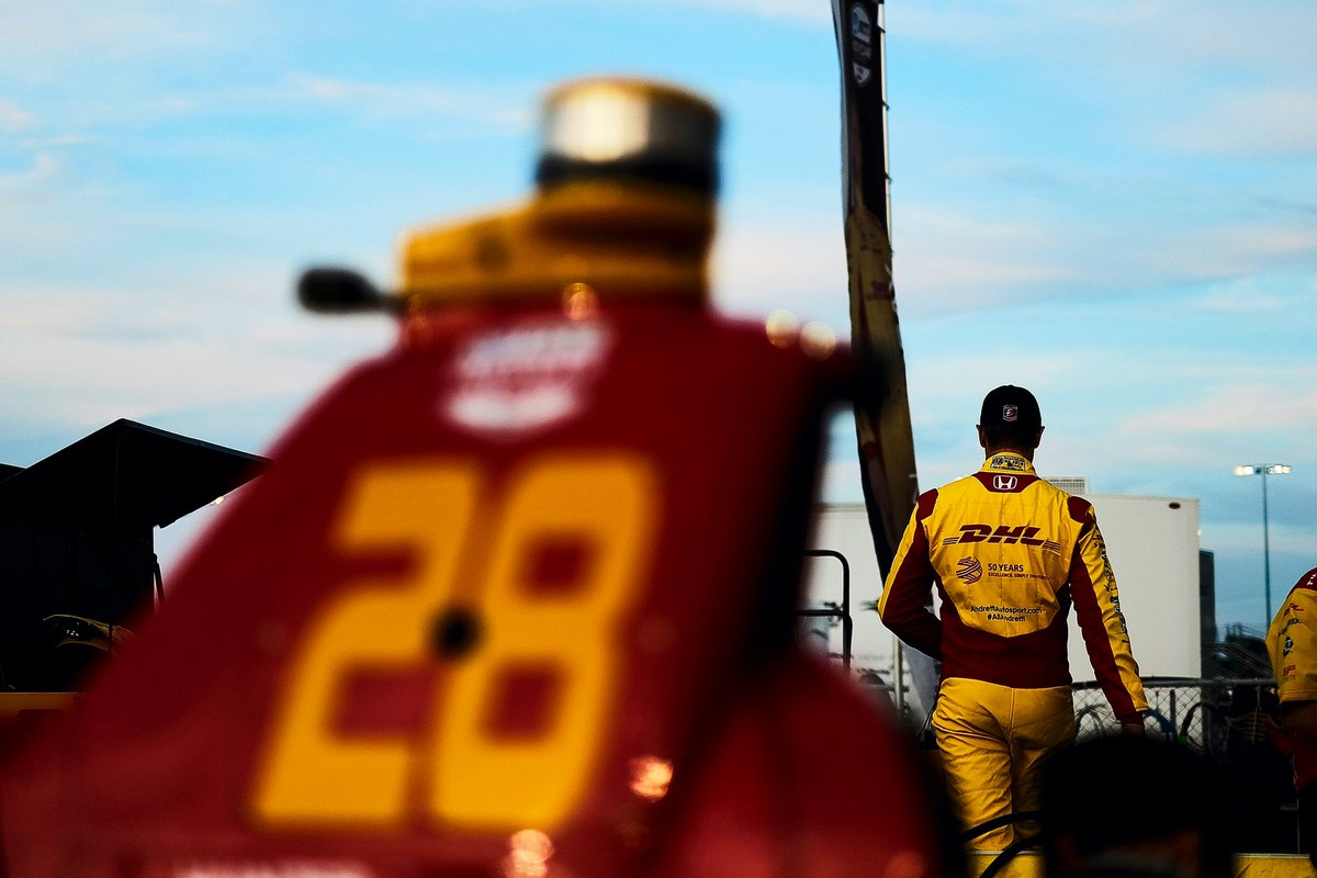 Luck didn't go our way in STL. The @DHLUS team had a really good fuel strategy going -- that second-to-last yellow really did us in. Time to close the book on ovals (for now) & focus on coming out strong at @Portland_GP next weekend! #IndyCar #Bommarito500 📸 @Spacesuit_Media