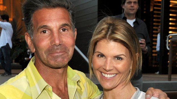 Here's What to Expect at Lori Loughlin's Next Court Date https://t.co/SBnQtNpzZu #Celebrities #Famous #Fashion https://t.co/kW46gCO5ex