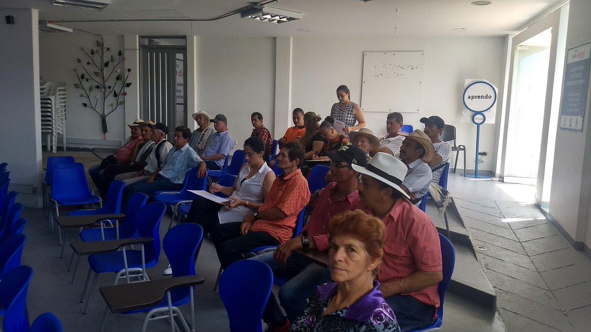 #AEstaHora en @MarquetaliaClds reunidos con productores de #PANELA #ASOPROPAM revisando la estructura de costos de producción.@fedepanelacol #FondoFometoPanelero
