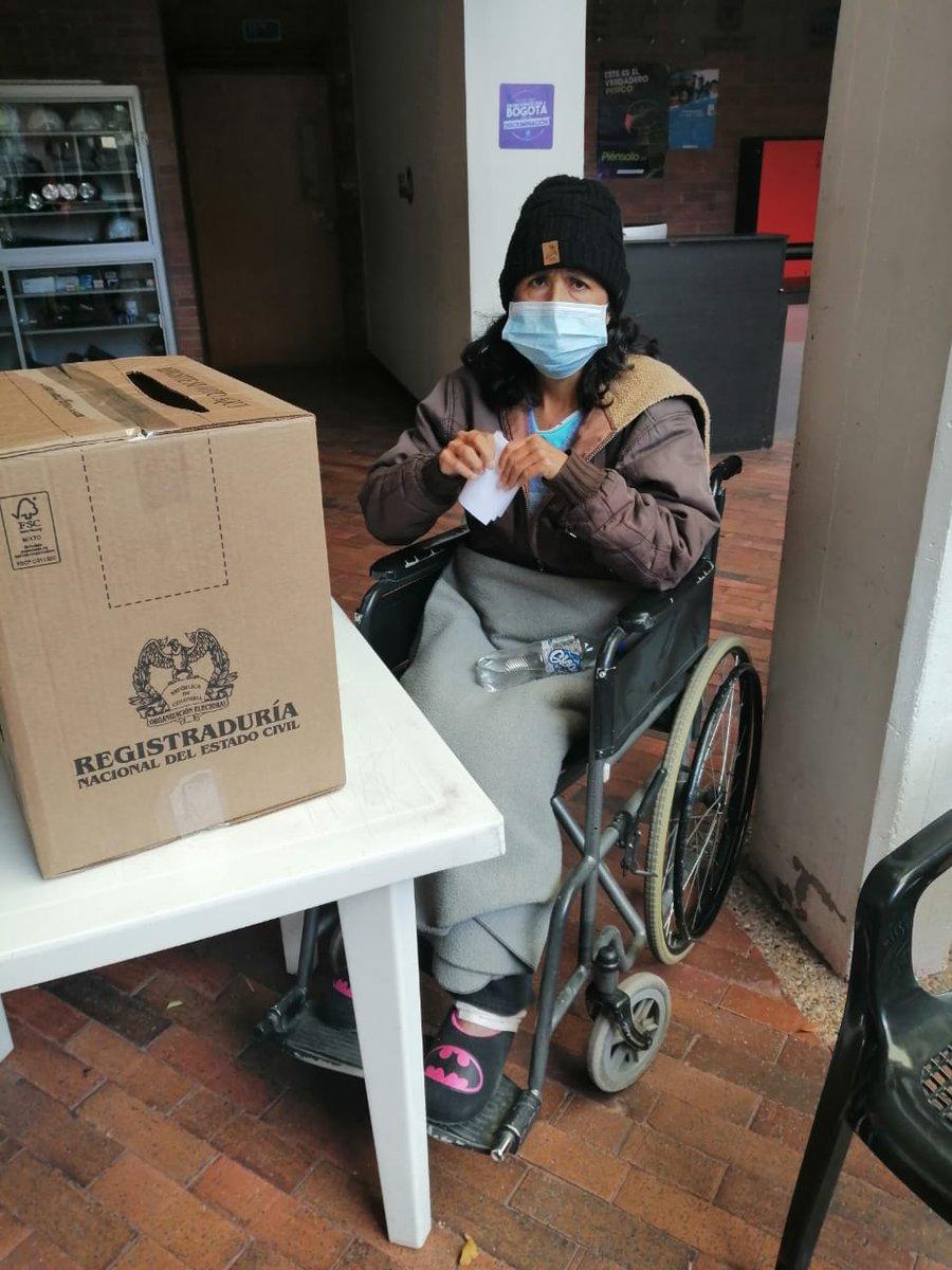#Aestahora en tres puntos autorizados en #CiudadBolívar, se realiza la  elección de las vacancias de los representantes ante los Consejos Locales de Discapacidad en @Bogota.Ejercicio democrático que fortalece la participación de la sociedad civil.#BogotáIncluyente