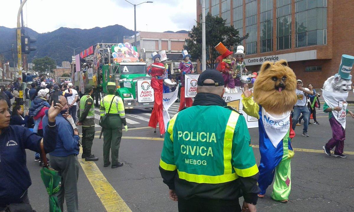 #AEstaHora apoyamos la linda labor social de @SolidaridadxCol, un servicio que denota nuestra esencia y nuestra siempre #LealtadYApoyo a #Bogotá. #Solidaridad #Apoyo #BuenDomingo #ConstruyendoPais #CumpliéndoleAColombia @PoliciaColombia @PoliciaBogota @BomberosBogota @Bogota