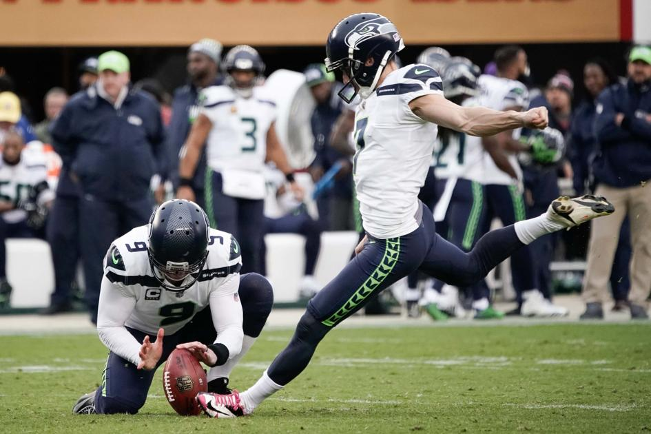 The Atlanta Falcons signed kicker Blair Walsh on Saturday, two days after presumed starter Giorgio Tavecchio missed another field-goal attempt. https://t.co/ArTTuv4iXM https://t.co/109emSAQ4n