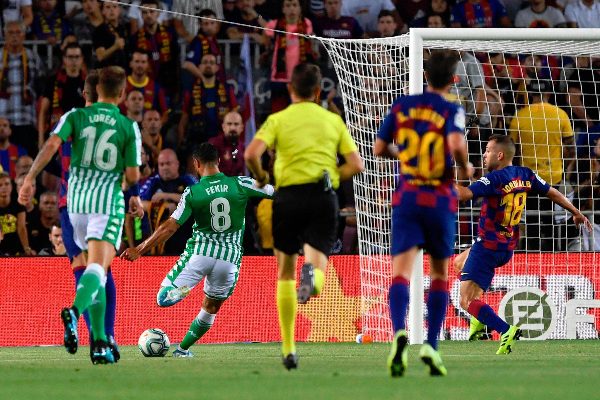 هدف ريال بيتيس في مرمى برشلونة