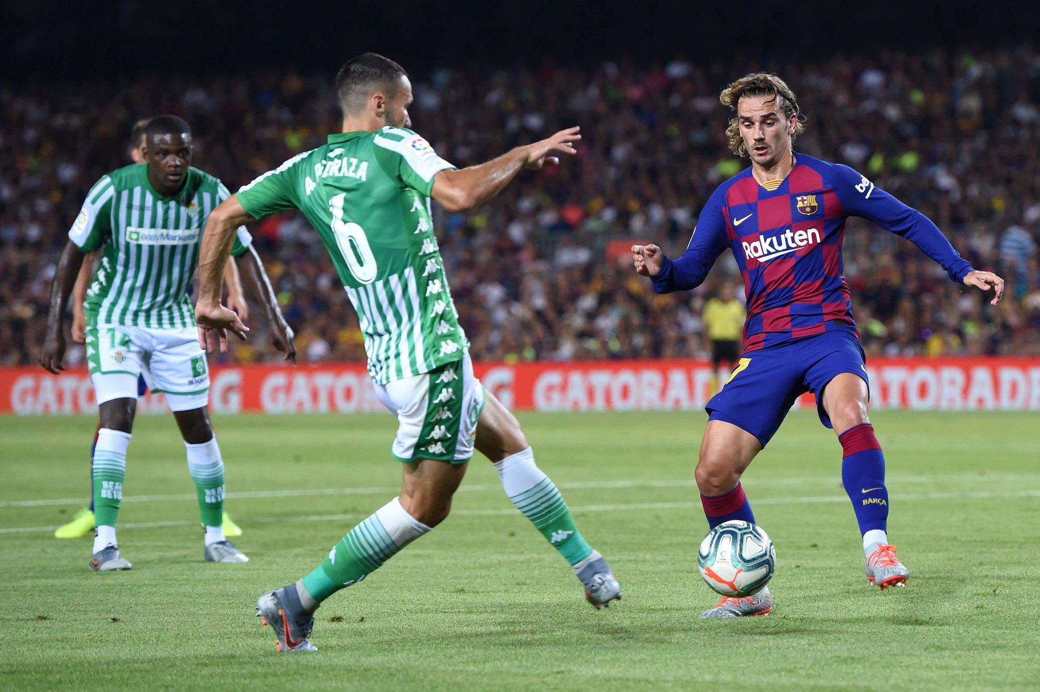هدف برشلونة الأول في شباك ريال بيتيس