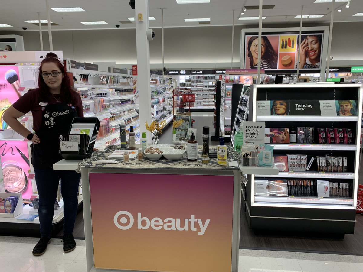 Beauty consultant Tiffany at @target #T1823 Howell nj ready for a great sampling event! <br>http://pic.twitter.com/Ui8QcimTwC
