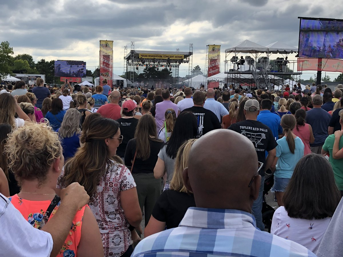 Wow, the @Lauren_Daigle Concert at the @kystatefair reached MAXIMUM CAPACITY! @kystatepolice are allowing 1 person to go in for every 1 who comes out. Security told me it's at least 10,000! https://t.co/F2IMtIeVMR