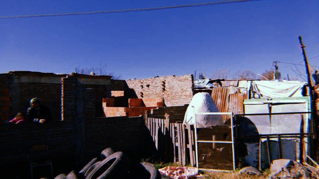 🛠PROYECTO NIDOS🛠. Lxs invitamos a colaborar para construir y acondicionar este merendero en Rosario. Cualquier material para construcción, arena, cemento, todo suma. Gracias 🤞🏼❤ https://t.co/oKi0SONEhG