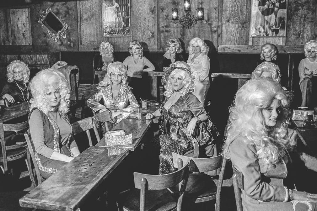 contestants in a dolly parton lookalike competition, 1979 https://t.co/oMxromMgBF