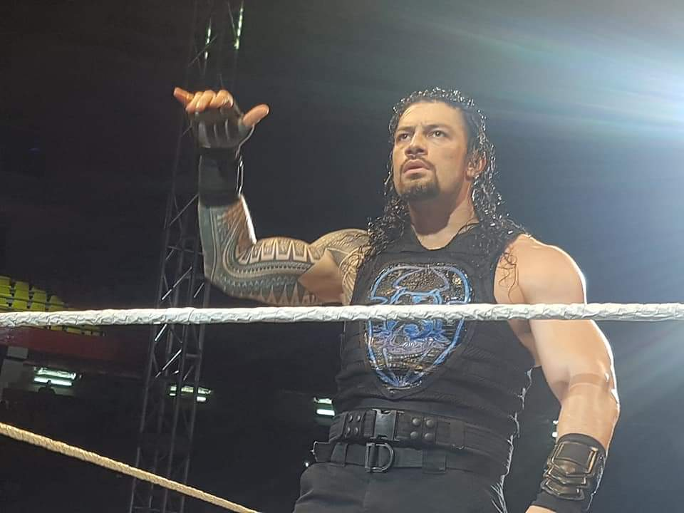 RT @sunbabe08: holy moley, this is a look. the intensity in those eyes. damn roman reigns https://t.co/s7b38S88cl