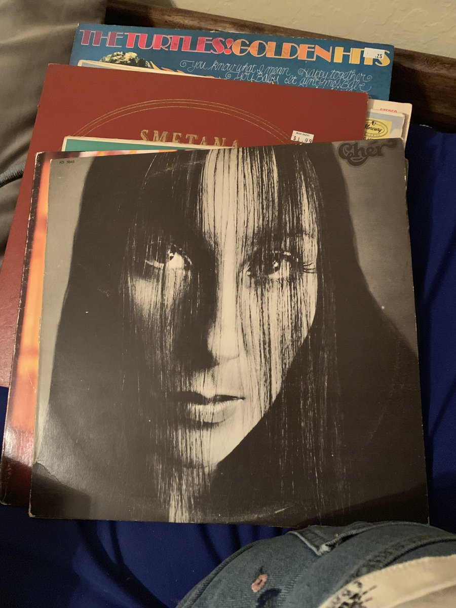 "My little sister got some records from a thrift store and when she was showing me them she said ""oh I got this one because she looks like Billie Eilish""  BITCH THATS CHER https://t.co/4pbUje5SHT"