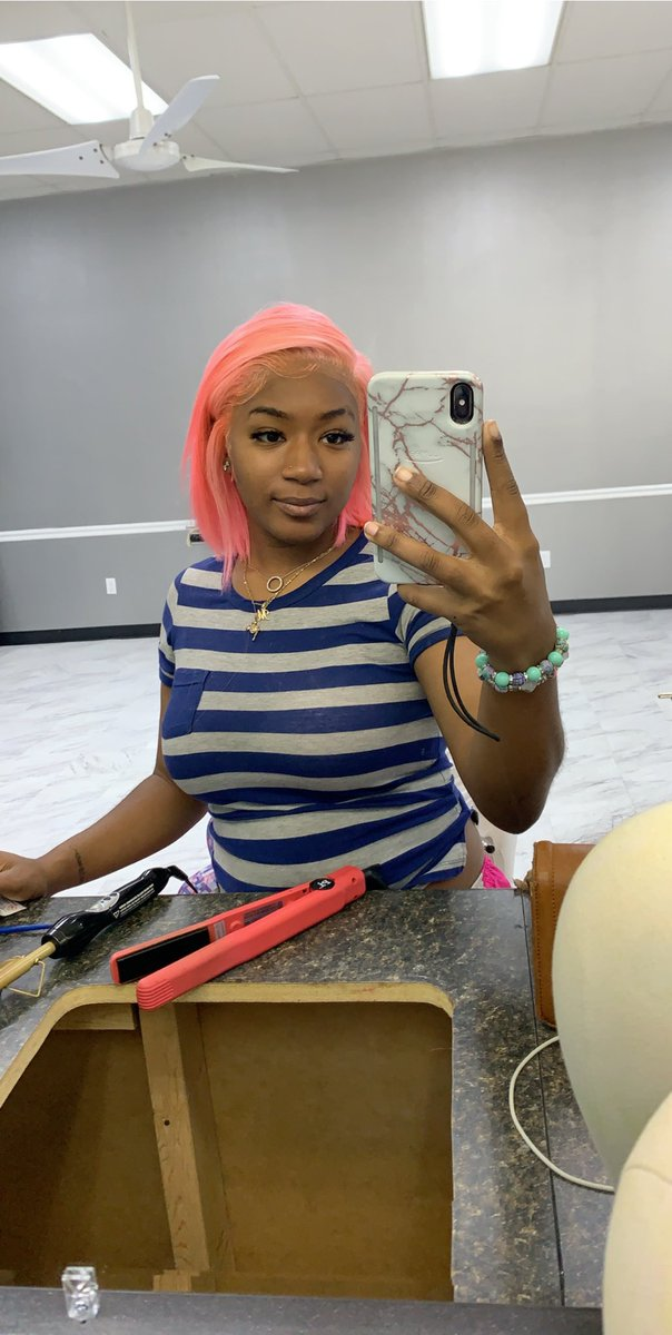 RT @x_imani_xx: I have pink hair https://t.co/vgUiRtaCki