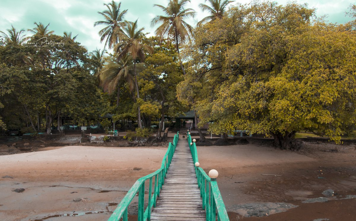 This is Eden Park resort, a beautiful get-away from Freetown.  #SierraLeone #DestinationSierraLeone #HolidayResort #travelphotography #RonniesPhotography #SaloneTwitter https://t.co/i5Uxvrcmud