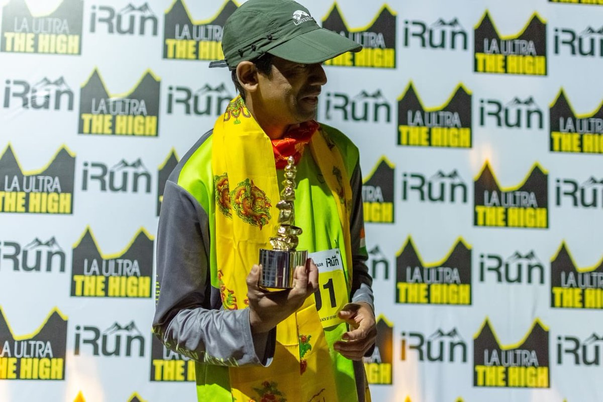 #AshishKasodekar first Indian to complete the cruelest marathon in the world,555 kms in Ladakh in that terrain amidst snow & tough weather. This is an achievement of epic proportions. #champion @swanandkirkire @ShantanuMoitra @ankurtewari @iamadityaghosh  @atulkasbekar https://t.co/cM0EqeDO3W