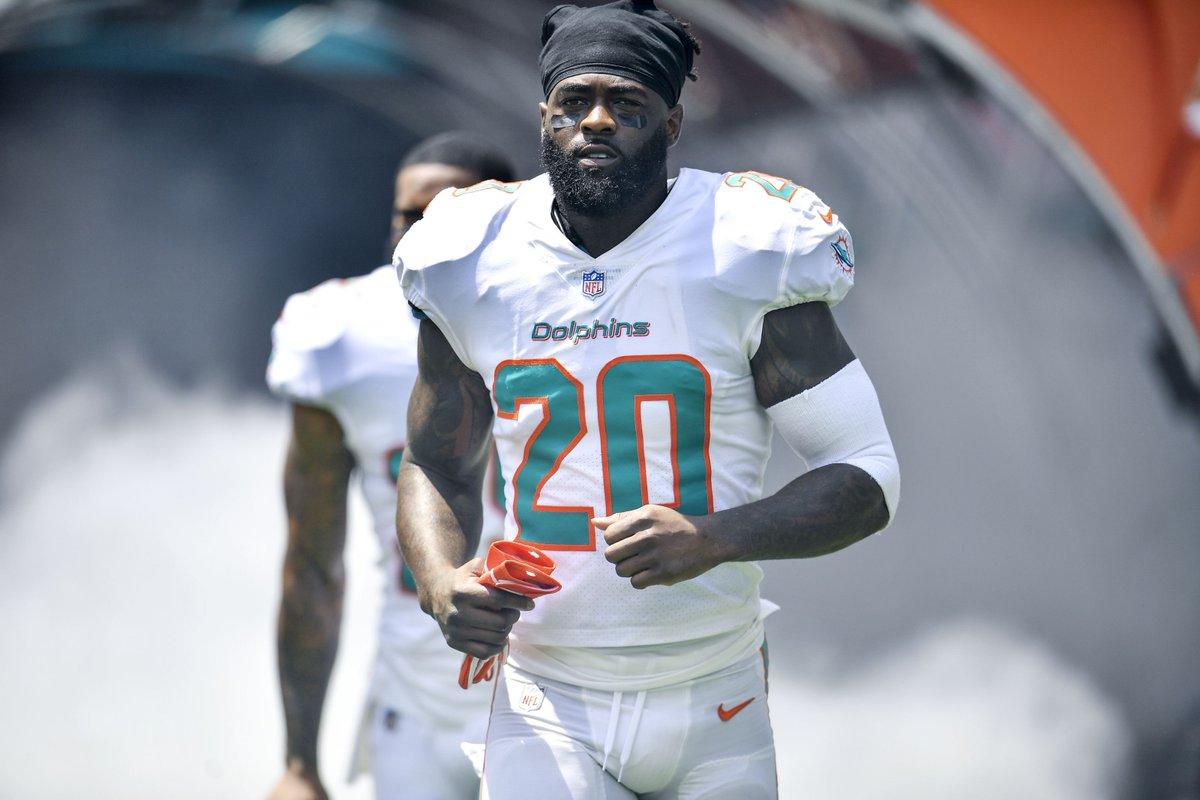 Miami Dolphins tell Reshad Jones he isn't being traded https://t.co/fDJA1oDGkn https://t.co/Dr2Ub5OJJN