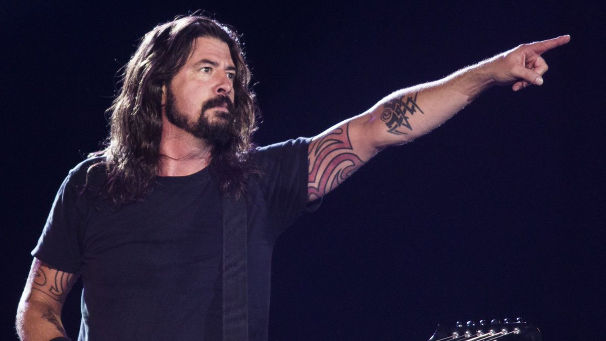 FOO FIGHTERS Tease Playing Nirvana Song Before Rick-Rolling The Crowd; Pay Tribute To PRODIGY's Keith Flint https://t.co/bwzfmhHUtf #davegrohl #foofighters https://t.co/6tG53hYVU4