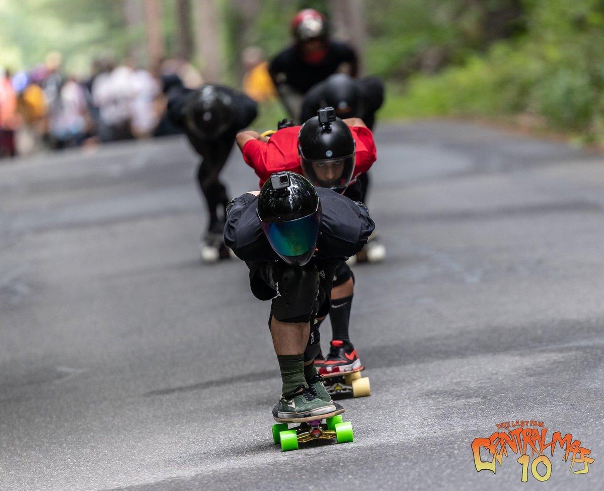 Volando bajito. : @khaleeqovision #arbiterkt #pr #centralmass10 #skatecentralma #emgeeevents  #keepingitholesom #fastfreeride #skaters #longboardingisfun #fun #skatefast #sideordie #rdvxgrip #fast #skateordie #skate4life @oslongboarding @RDVXGrip @holesomriderpic.twitter.com/sYbrQgEnv3