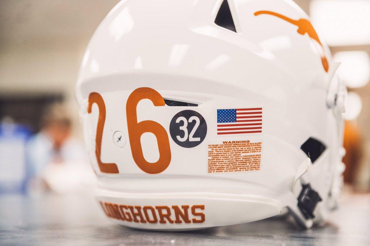 Texas Honors Cedric Benson 🙏