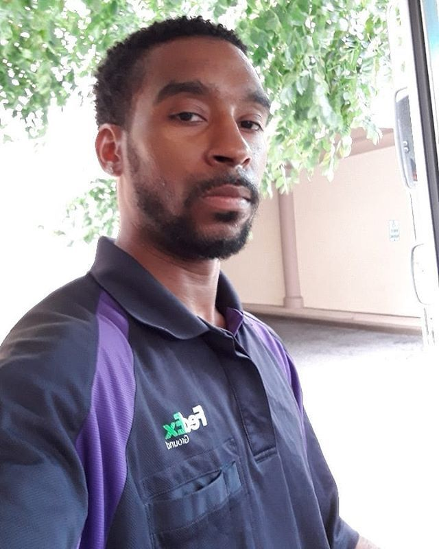 I'm The FedEx Guy. #WorkFlow #DoingWhatIDo #PositiveVibes #King #Husband #Father #MrGray #SkiLo https://t.co/FCLr7s5TZ3