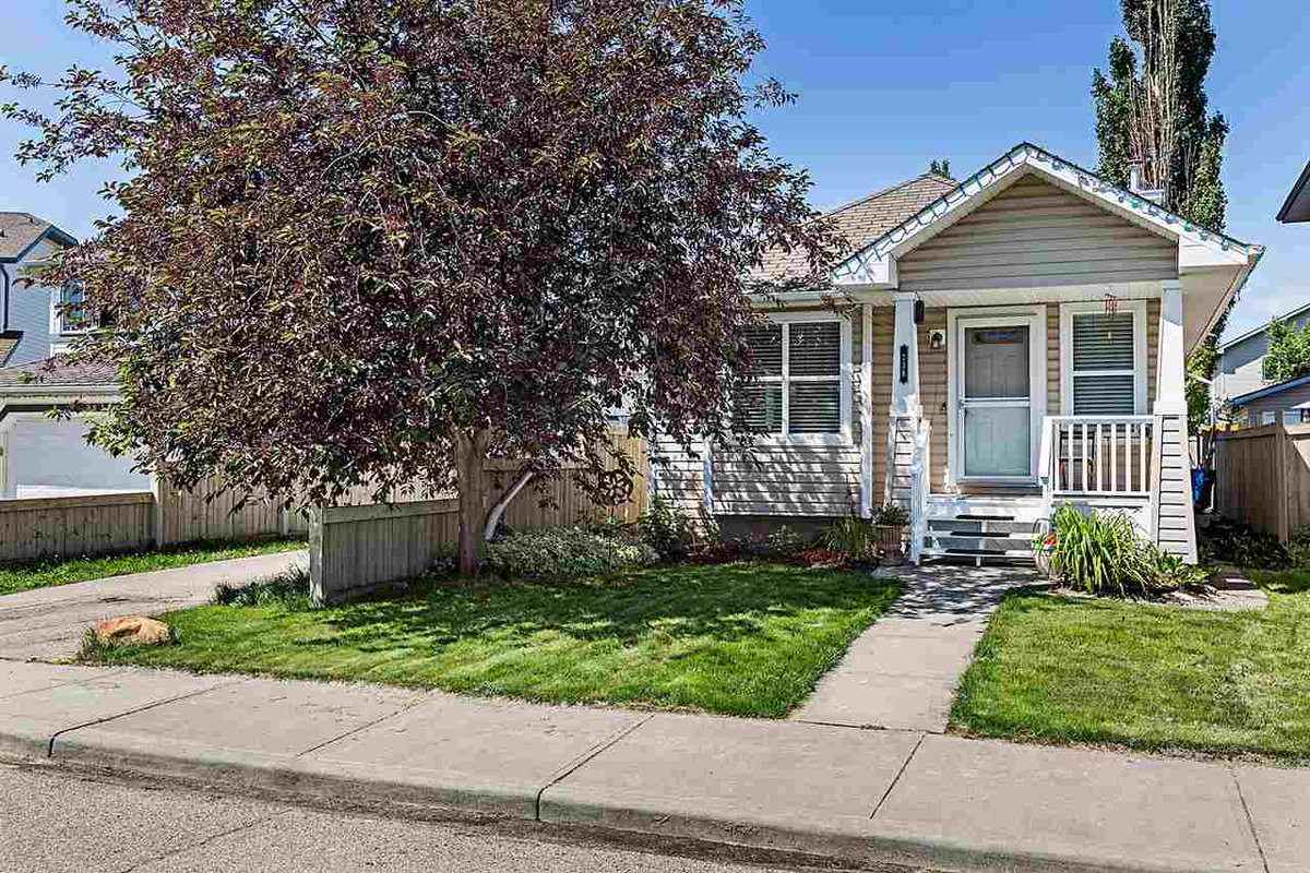 Beautiful Three Bedroom #Edmonton Bungalow With Fully Finished Basement - Listed For $359,900 : https://t.co/Ro6ae4P4Uk #YEGRE https://t.co/M9rUeGubtW