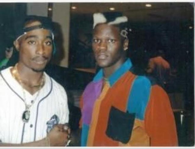 RT @Matmenpodcast: This is a real photo of  R-Truth with Tupac.   #WWE #RAW https://t.co/yh4BwAApv1