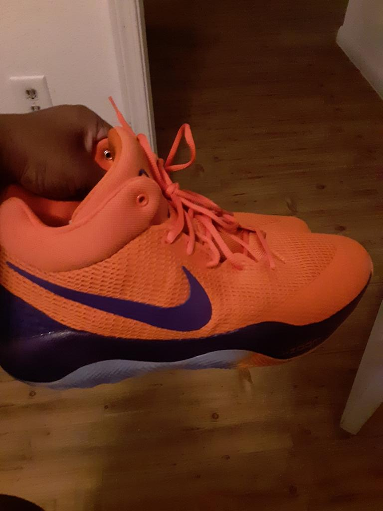 Found these Devin Booker Promo Sample Player Exclusives zoom Revs that Pj Tucker donated to Goodwill for a steal https://t.co/2b9ApcVzFm