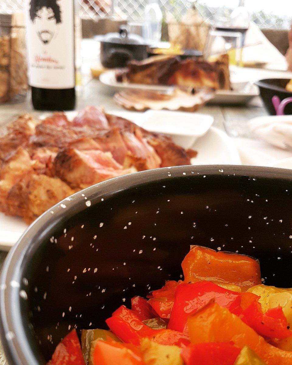 Todo un acierto de @lofrawish el acompañar las carnes de @tabernaadelino con la cazuelita de verduras.👏👏👏😋😋😋😋 @discarlux #elhombrequepasealascarnesrioja #elhombrequepasealascarnes #moaña #riasbaixas #riadevigo #meat #foodies #food #instafood #galicia #dondecomer