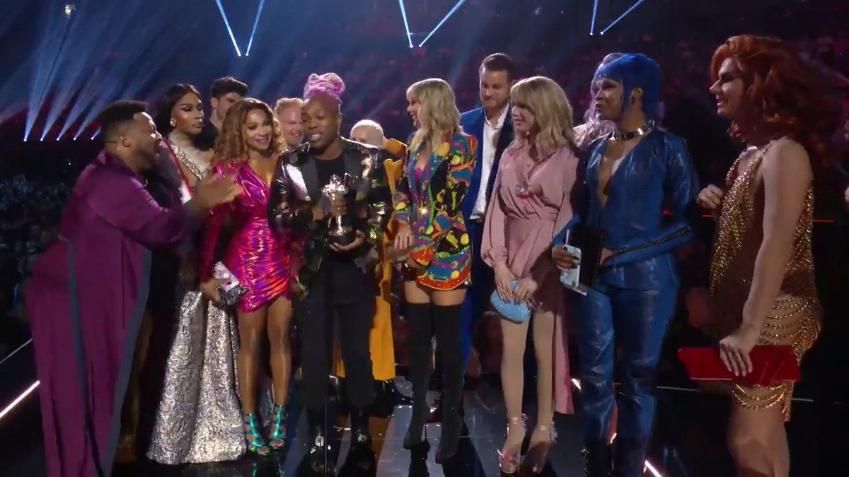Taylor Swift Refused To Perform At The VMAs Unless MTV Gave All The Drag Queens In Her Video Awards Too
