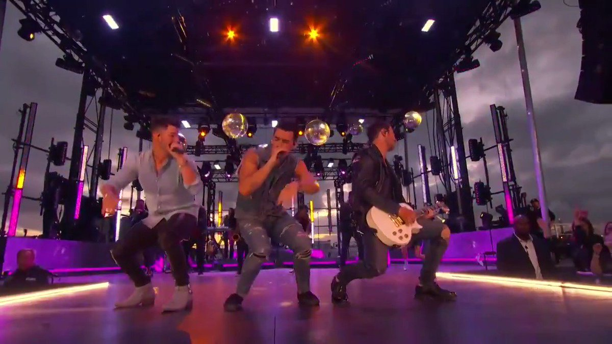 RT @MTV: How awesome was the @jonasbrothers LIVE remote performance! #VMAs https://t.co/Jpjx91PR9L