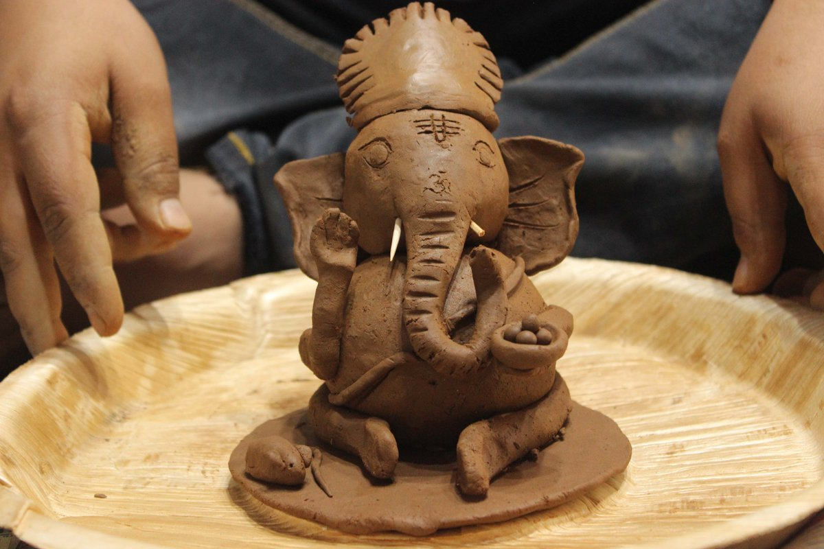 """Youth For Seva on Twitter: """"Clay Ganesha workshops are organised by Youth for Seva to train volunteers in making Clay Ganesha . Here are a few snippets !!! #yfs #ganesha #clay #workshop #"""
