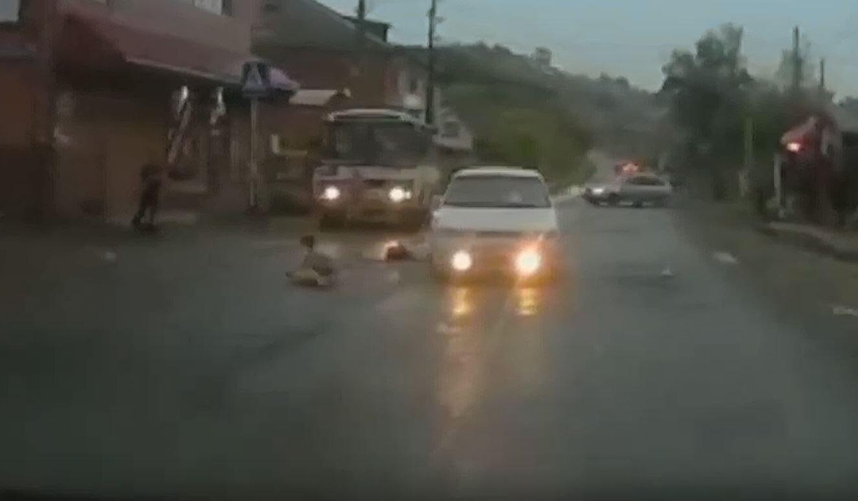 Сбили ребенка видео с регистратора крепления для регистратора в машину барахолка