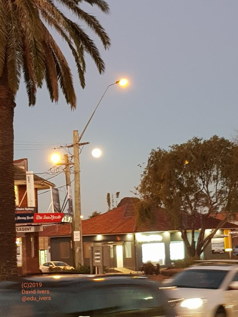 G'day! David, joining from Sydney, Australia. We had a spectacular moon rise this evening! #bfc530 <br>http://pic.twitter.com/Em5hGKZtoL