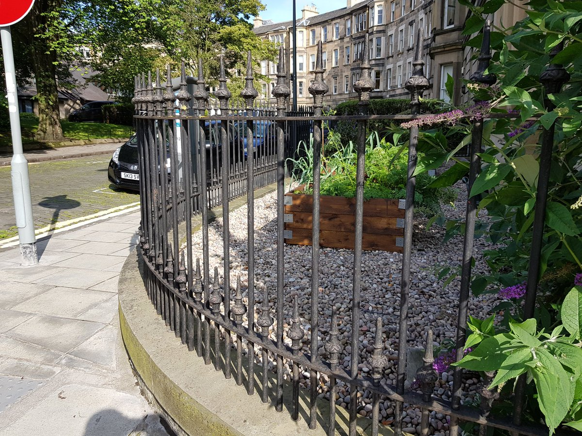 Always nice to come across your work . We walk in Edinburgh New Town. #ironworkthursday