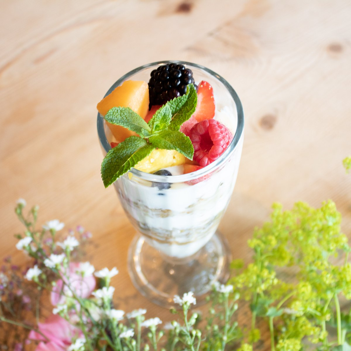 🌱Join our 7 dairy-free challenge🌱Try during 7 days our plant-based alternatives. Day 1t: 🍓Granola Parfait🍓 with organic coconut yoghurt and fresh fruit. You can also order it with our Crunola which makes it completely vegan. 🌱😋 #dairyfree #lpqplantlove #WPMD @proveg.inter https://t.co/bse7xRxJk4