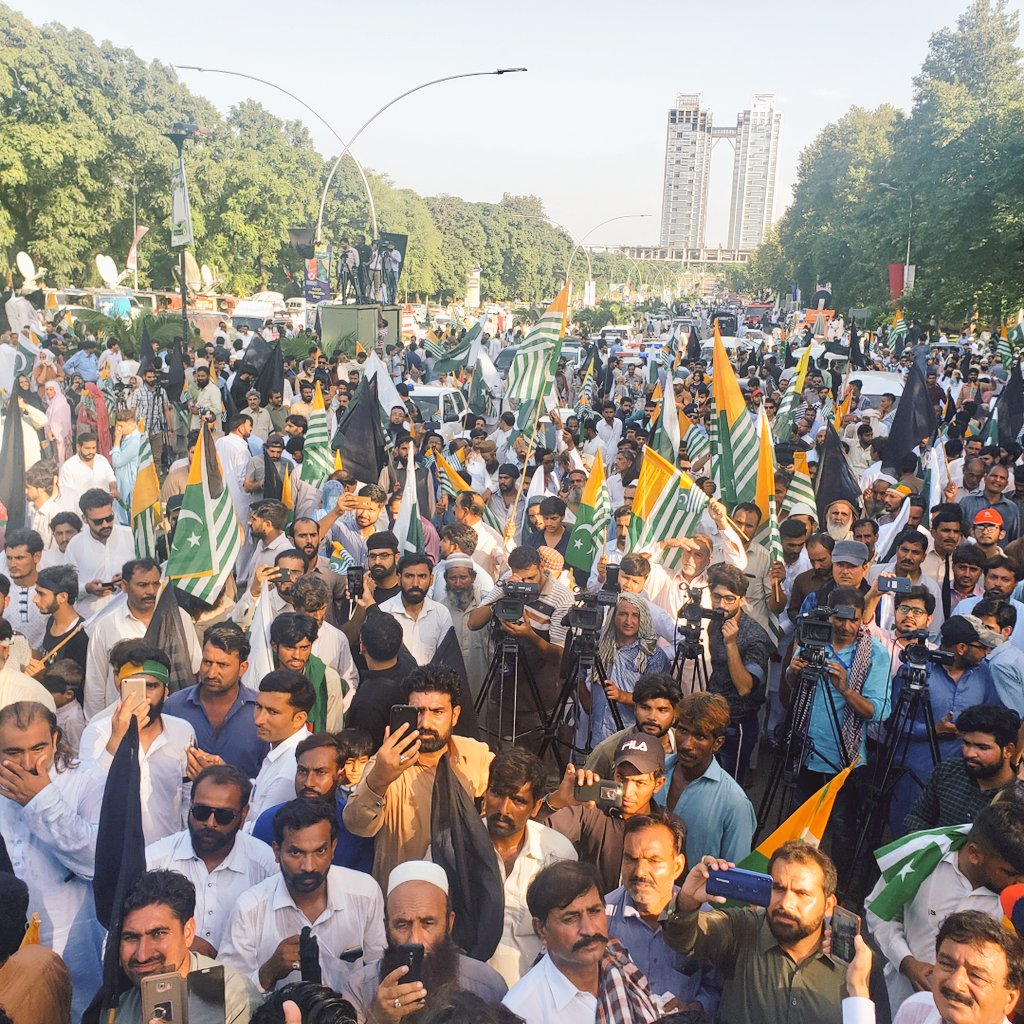 #15AugustBlackDay People gathered on Constitution Avenue Islamabad to register their protest against India #PakistanStandsWithKashmir