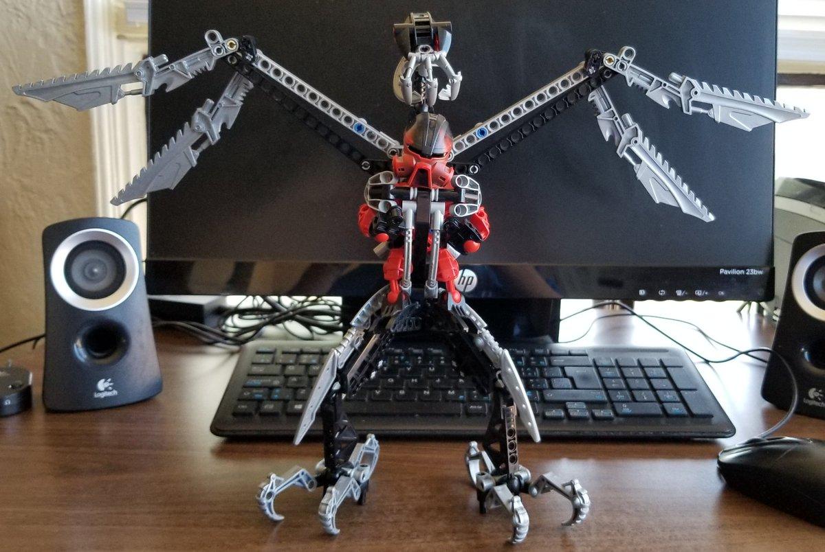 Today's #Deskbot doesn't like walking.#Lego #Bionicle