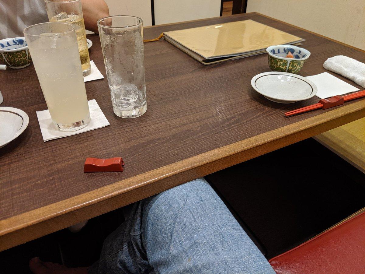 風俗嬢とそのお客さんと3人での飲み会に誘われたのですが、風俗嬢の方に飲み会を当欠されたので、初対面の風俗客の方との差し飲みになりました。