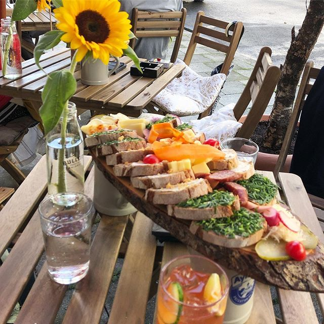 Heute erster Tag im Kleinen Kranich. Kommt und besucht Philipp Schwarz #munichrestaurants #munichmylove #kleinerkranich #igersmunich #instafood #food #foodlove #wohnzimmer #goodtimes #bar #maxvorstadtpic.twitter.com/SpQUpvhX3i