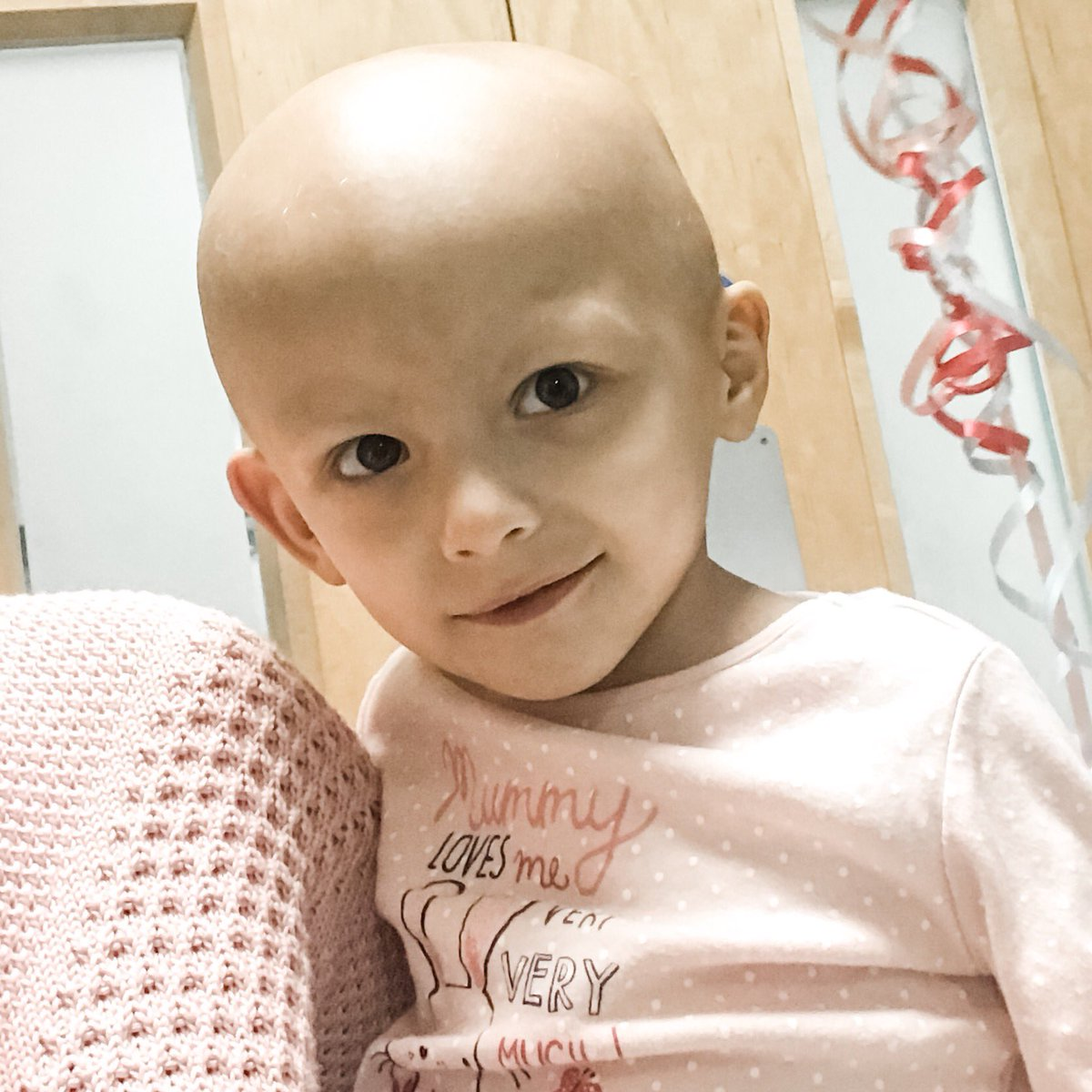 Hooray!  A massive well done to little Jasmine for completing her #radiotherapy treatment today!   @Leeds_Childrens #ChildhoodCancer<br>http://pic.twitter.com/S7SSWbR0yW
