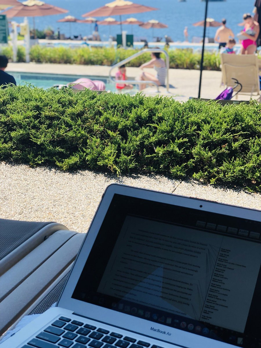 My office view today 💻 👩🏼⚕️ 📖