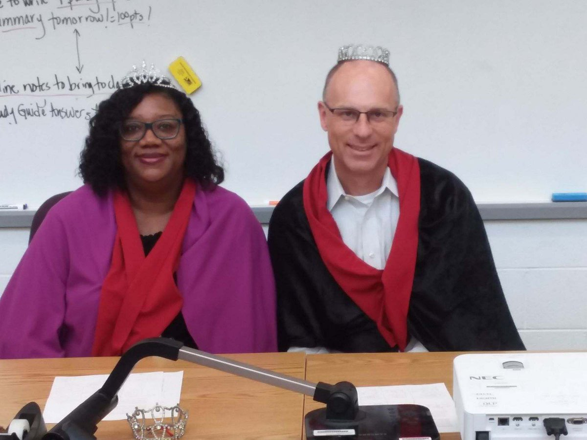 """Had a blast being the """"King"""" alongside Ms. Grimes as """"Queen"""" in the shark tank activity in Ms. Snyder's SS class today! #TheHeritageWay @HeritageMiddle1<br>http://pic.twitter.com/96pgTIWQQB"""