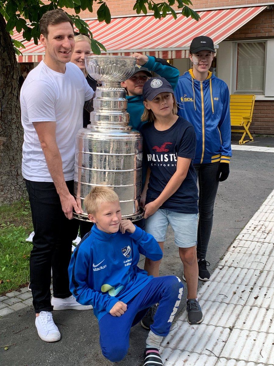 The first stop for Steener and the #StanleyCup? The childrens hospital, to visit with patients and staff 💙 #stlblues