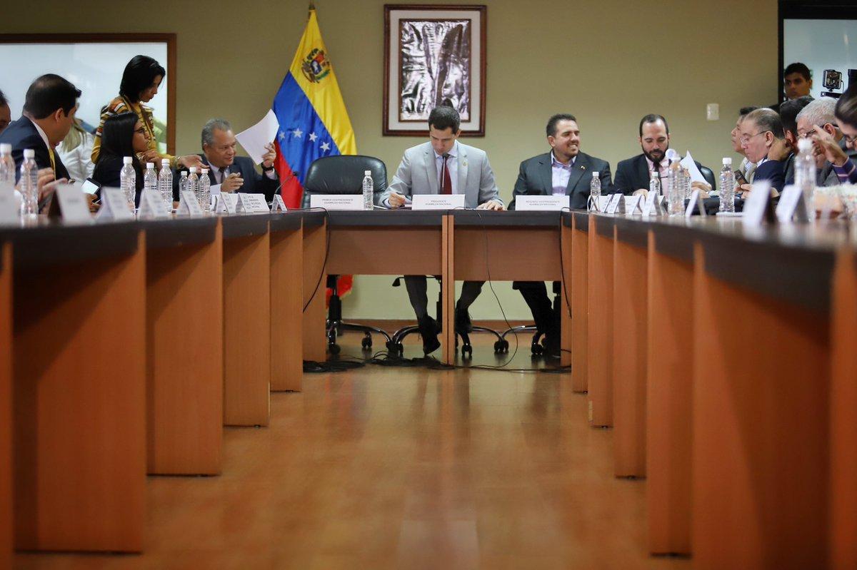 Hemos instalado la Comisión Delegada de la @AsambleaVE tal y como establece nuestra constitución. Hoy, el Parlamento está de pie y avanza en cada uno de los objetivos que nos hemos propuesto para cumplir con el deber que tenemos en este momento de emergencia que vive Venezuela.