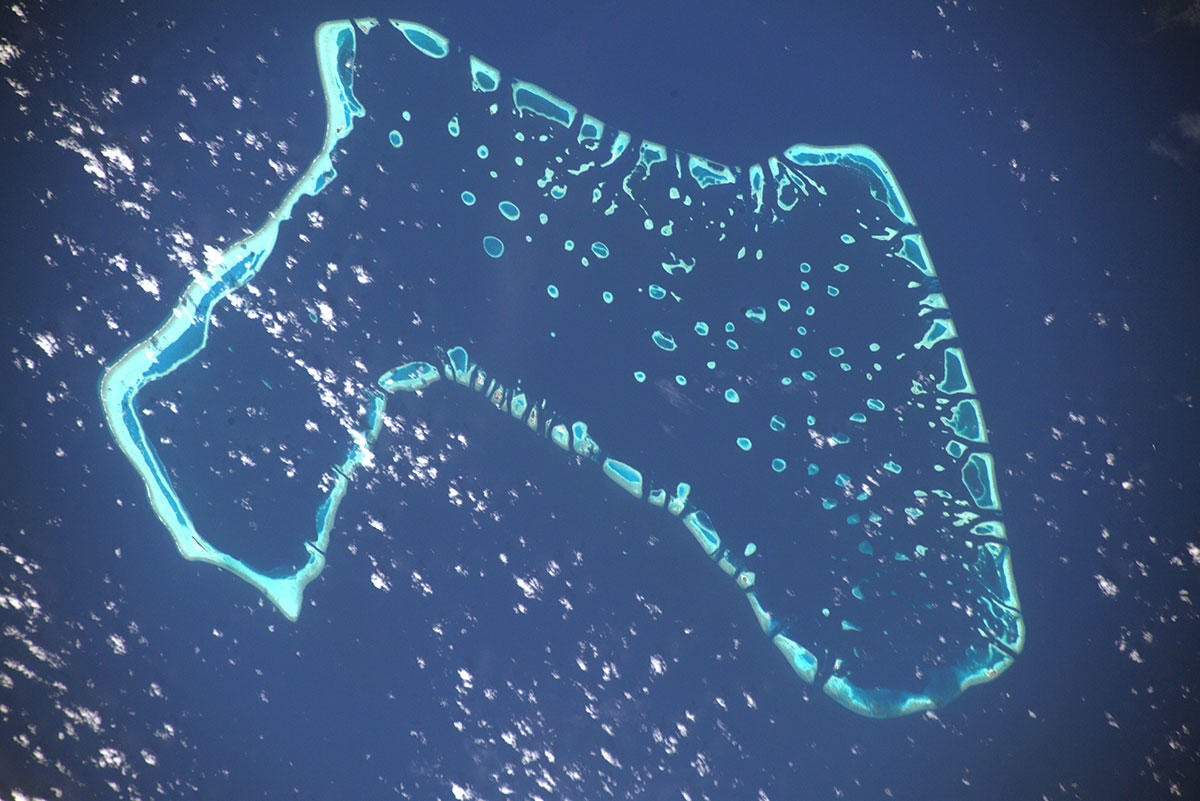 Atolls like this, in the Maldives, might soon disappear, unless we take action to reduce CO2 emissions, and stop, if not reverse, #globalwarming. #MissionBeyond